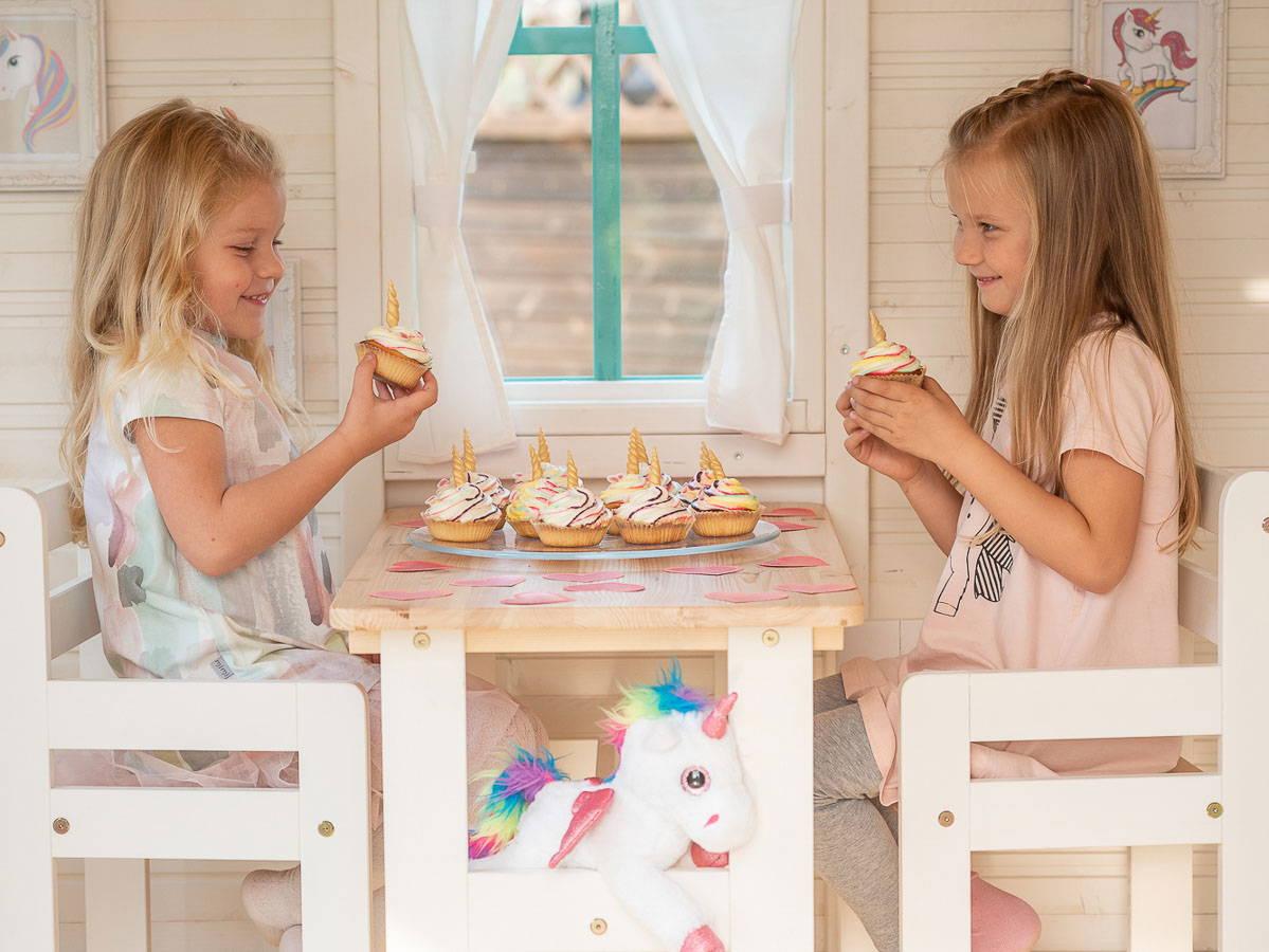 Lapsed sõõvad a2 disain mängumajas Väike Printsess koogikesi