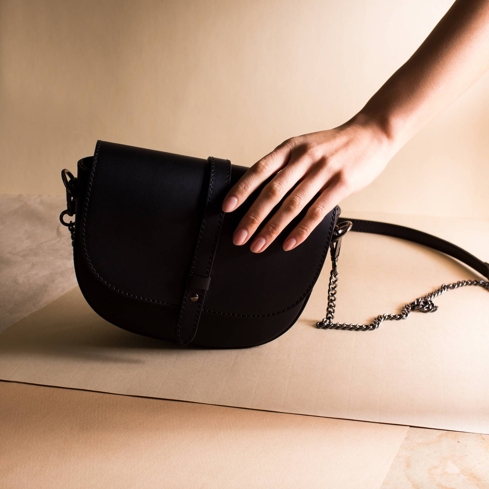 Vestirsi AMBER Leather Handbag handmade in Italy with smooth black quality Italian leather with chain crossbody strap