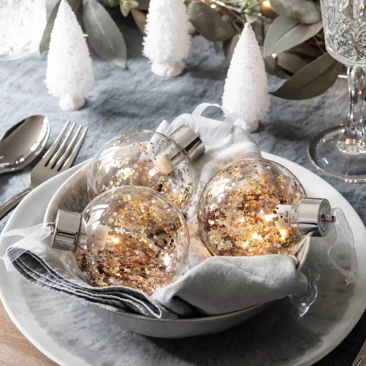 LED Christmas bauble trio filled with gold glitter
