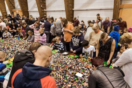 LEGO irtopalikkamyynti tapahtumassa Oulu