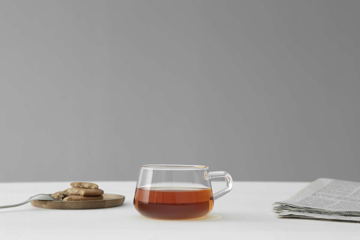 Classic Teeglas mit Untersetzter in skandinavischem Design
