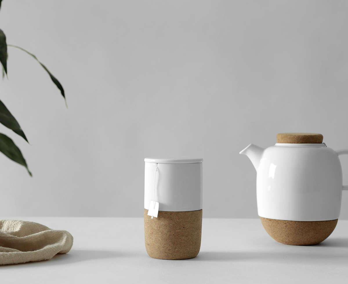 Teetasse mit Teekanne in skandinavischem Design