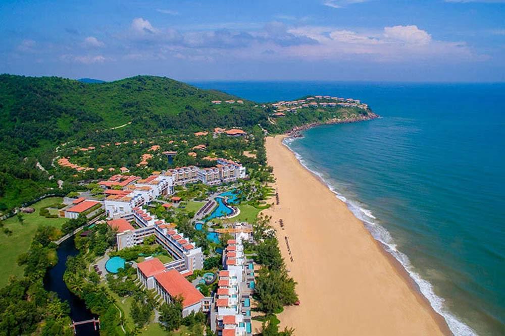 Travelbay Vietnam Tours - a great beach in Vietnam - Lang Co - Angsana Resort - beach