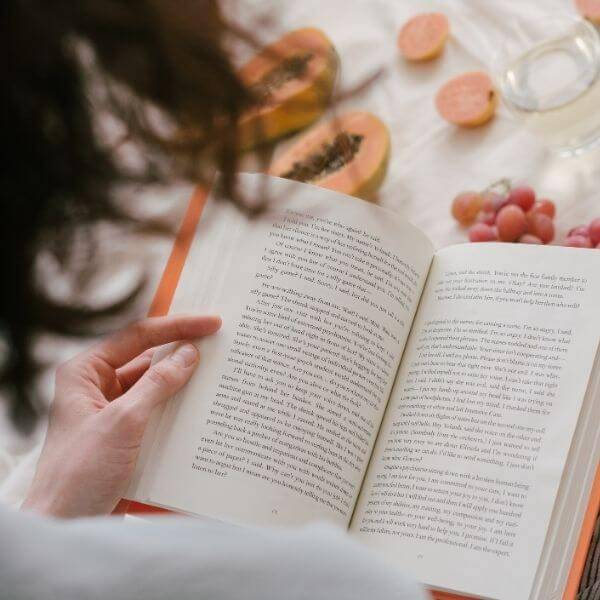 book-bookshelf-monica-paz-nourished-functional-nutrition-healthy-life-shop-discount