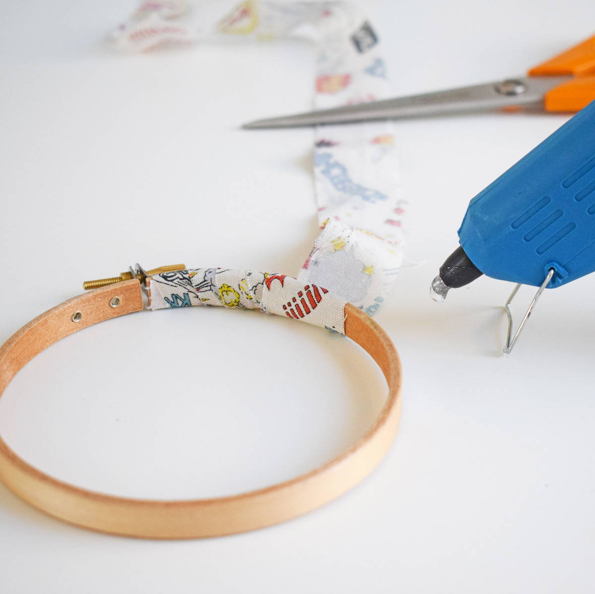 How to wrap your embroidery hoop in fabric