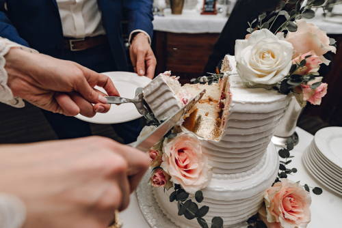 how-to-choose-wedding-cake-size