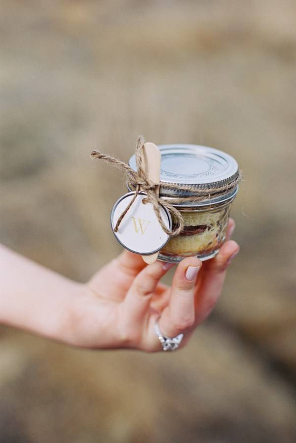 cake in a jar mason jar wedding favor