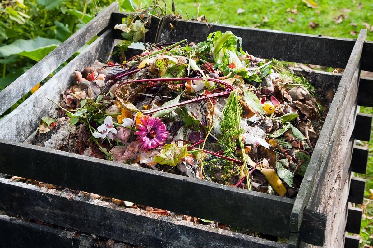 Wooden garden composter