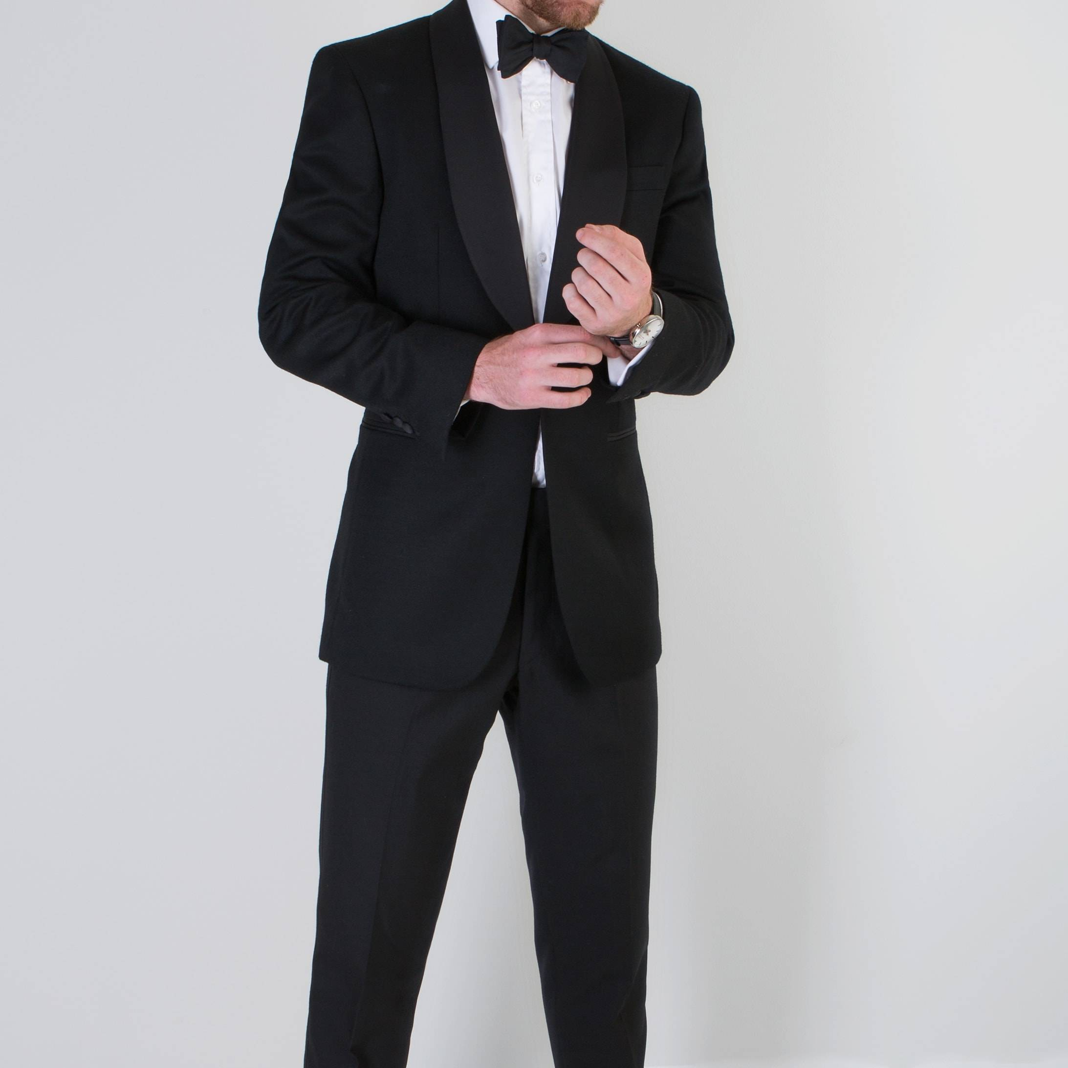 Bespoke dinner suit by Mullen and Mullen tailoring worn by gentleman
