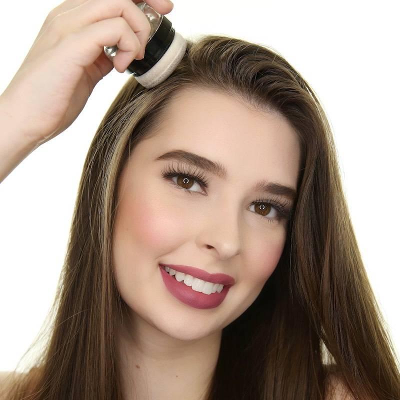 applying dry shampoo