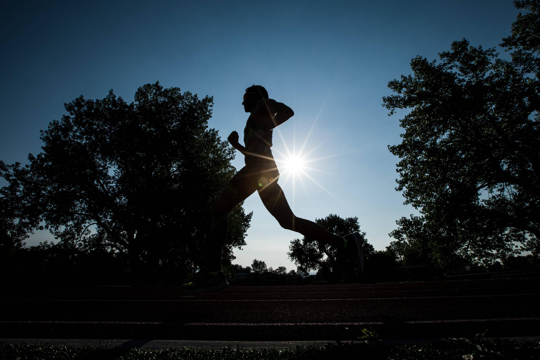 Eduardo running silhouette