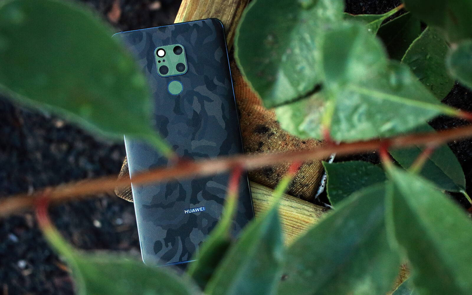 Huawei Mate 20 X Black Camo Skins