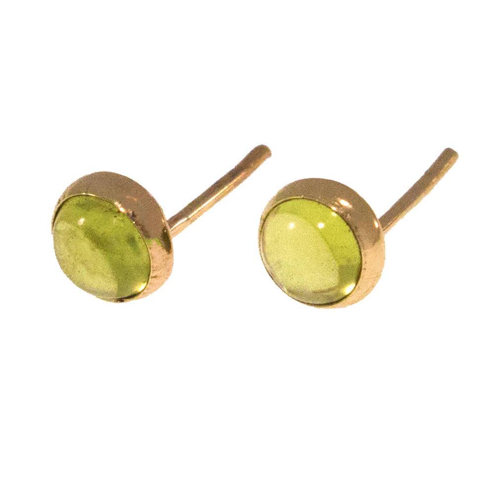 עגילי זהב צמודים עם פרידוט ירוק 4 מ