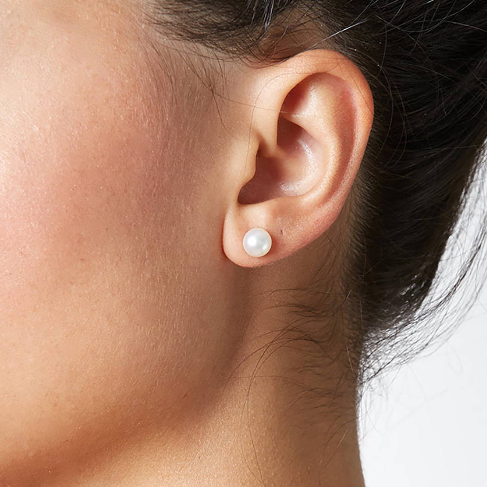 6-7mm Pearl Stud Earring Size on a Model