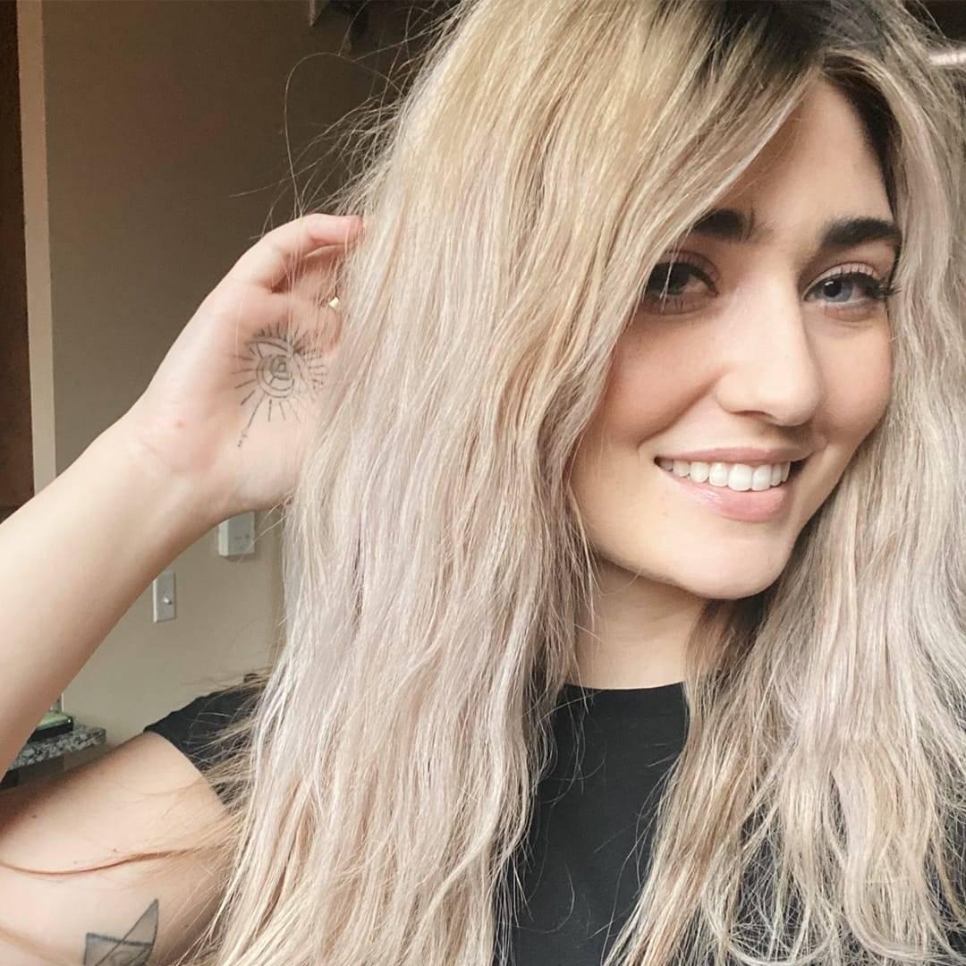 rocker natural wavy waves in blonde bleached hair