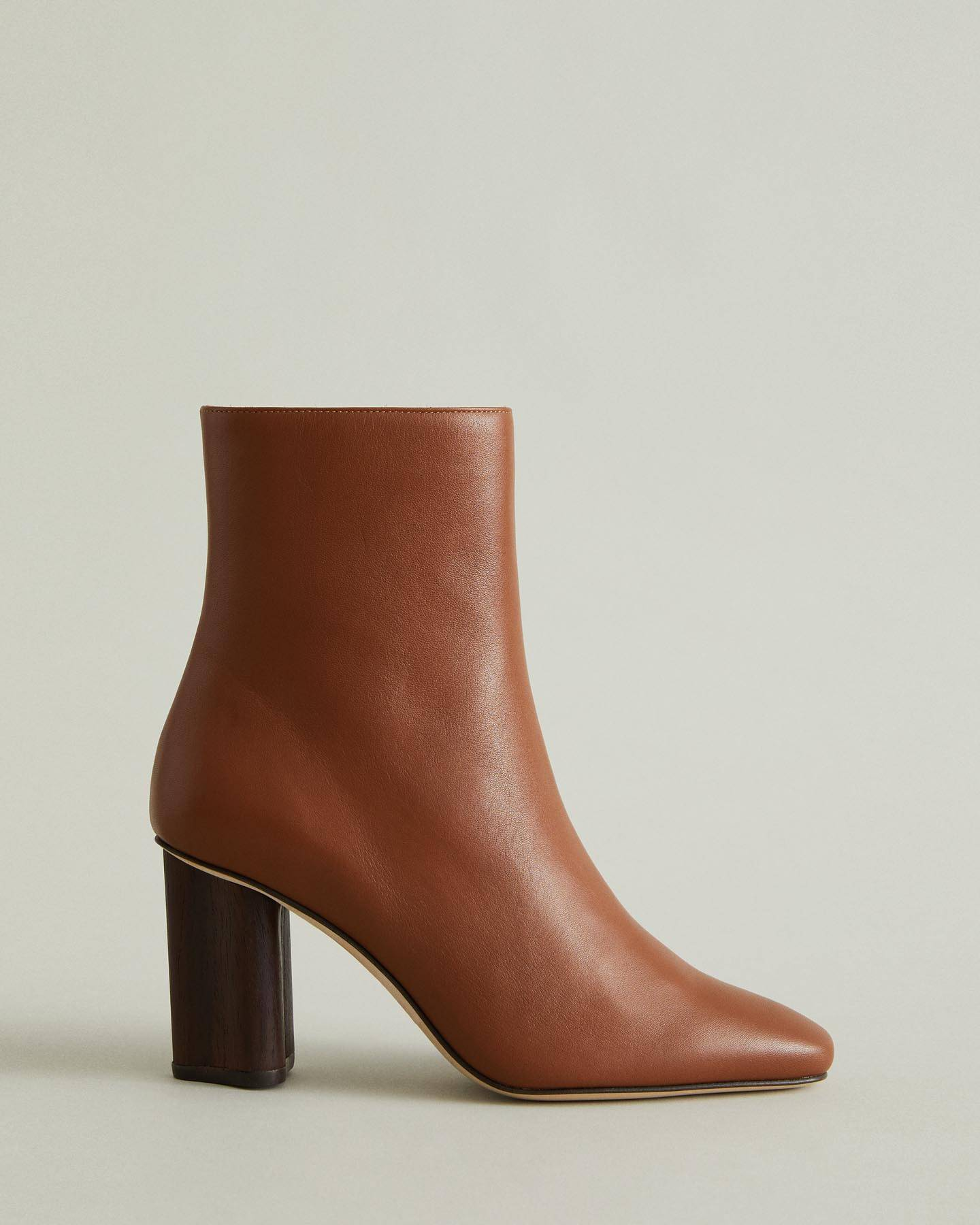 https://ca.wantapothecary.com/products/lisa-heeled-ankle-boot-1?utm_medium=wlesite