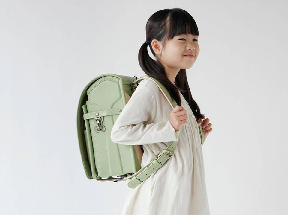 Randoseru 是日本小學生每天上學使用的書包