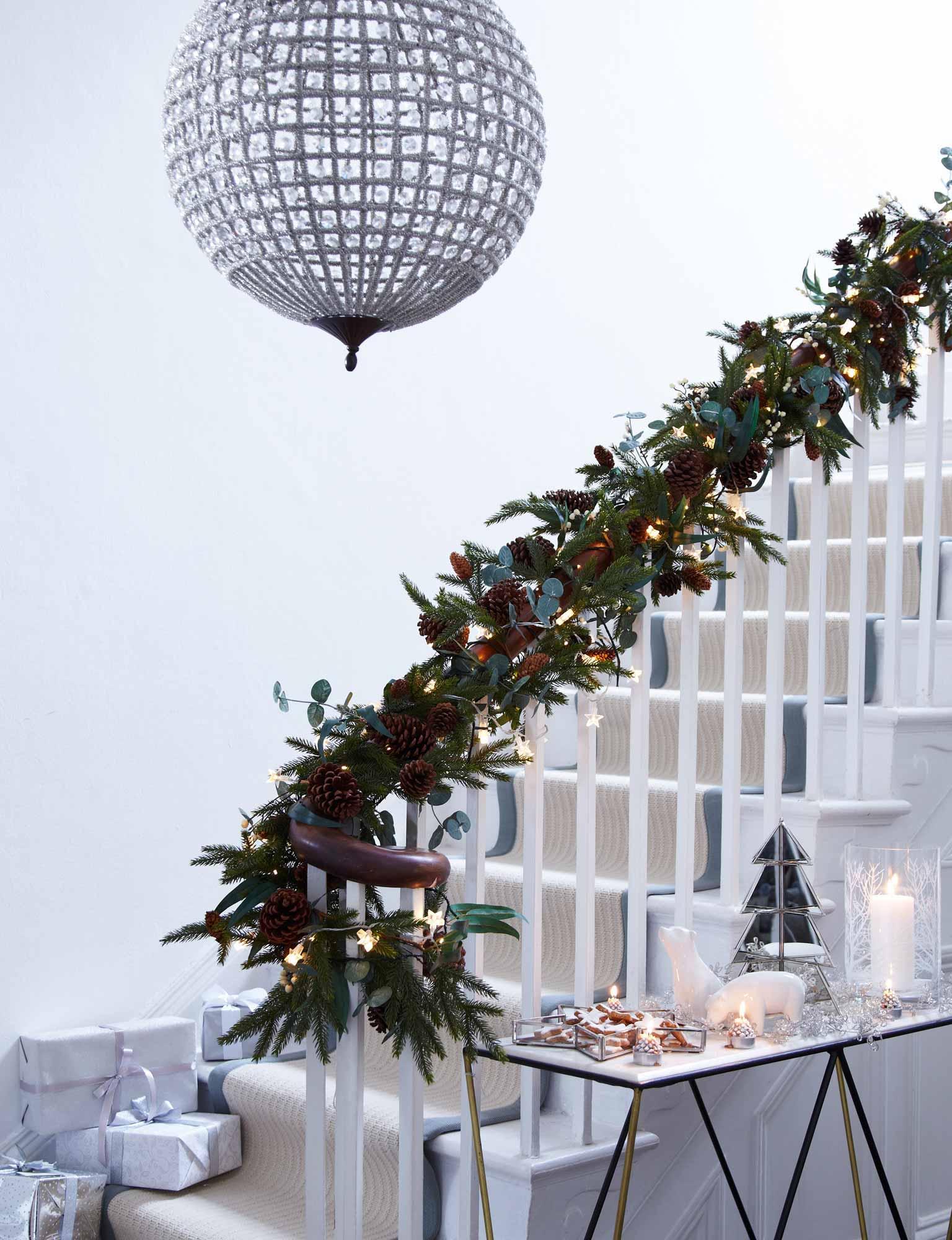 Hallway Christmas Light Ideas Lights4fun Co Uk
