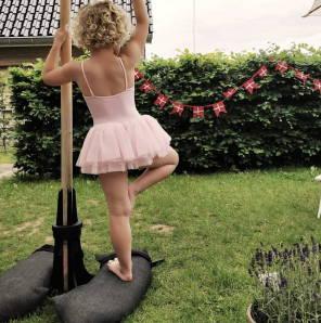Baser Sonnenschirmständer Sandsäcke Ballerina Ballett Tanzen Garten Dänisch Dänemark