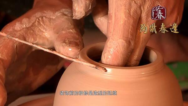 Creating Jian Shui Pottery - Adjusting the lip