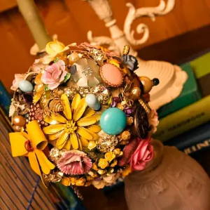Brooch bouquet heirloom items for something borrowed to remember at wedding