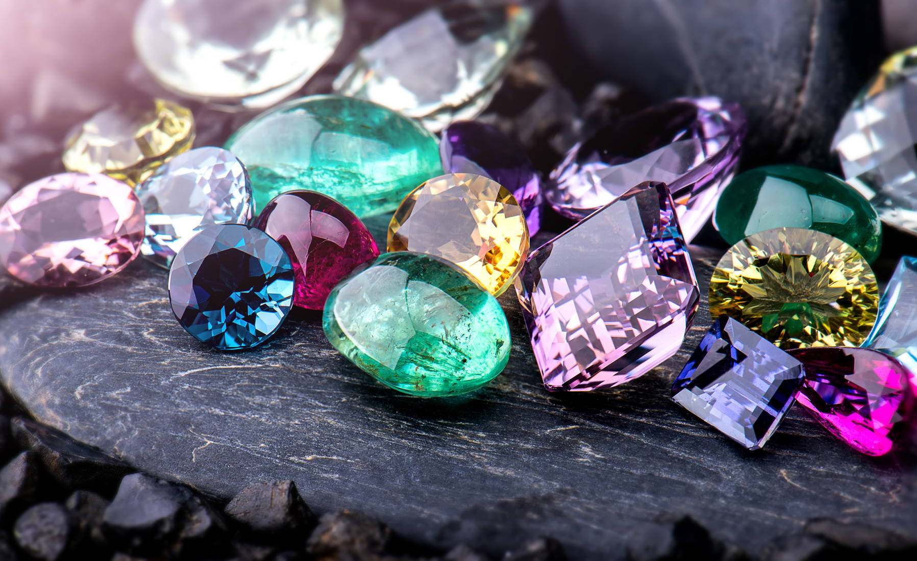 The Complete Buyers Guide To Birthstone Jewelry & Birthstone Gifts