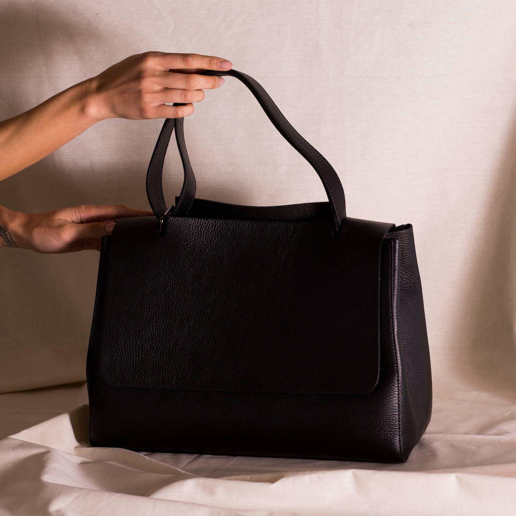 Vestirsi KATIE Leather Handbag handmade in Italy with black quality pebbled Italian leather