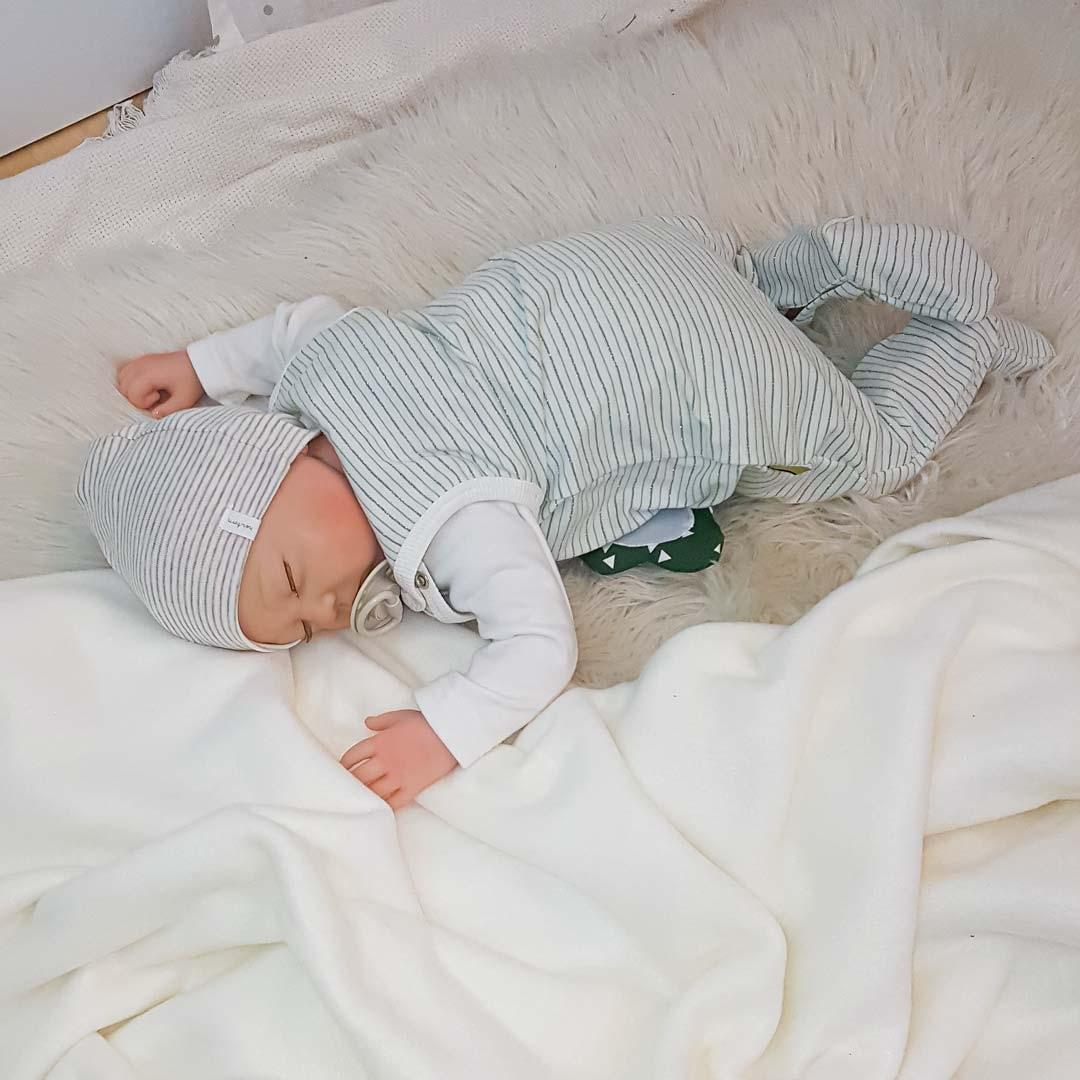 Outfit für Neugeborene in mint-grün, ideal als Geschenk zur Geburt