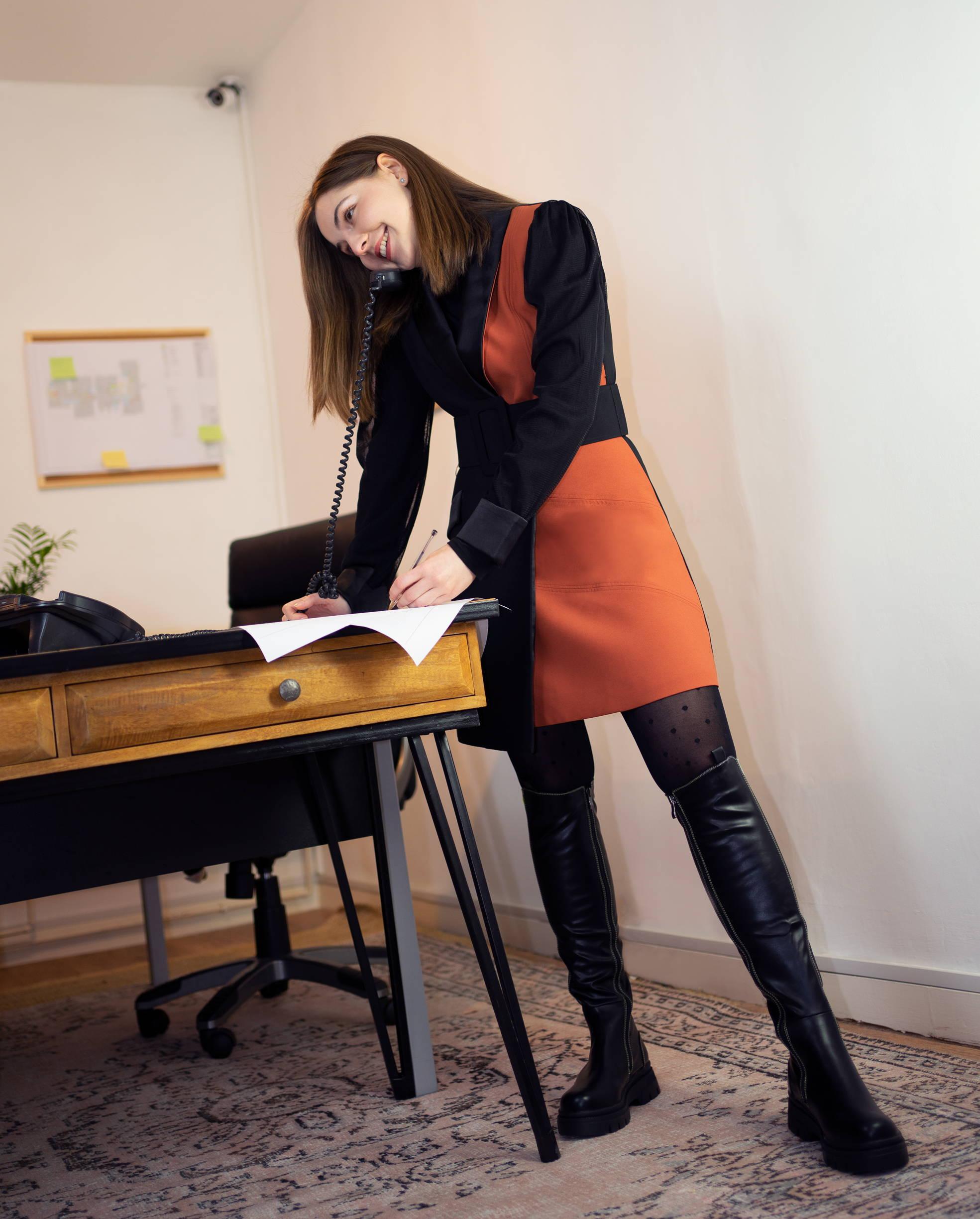 Three Floor talks: Rubina - Inspecting You Dress
