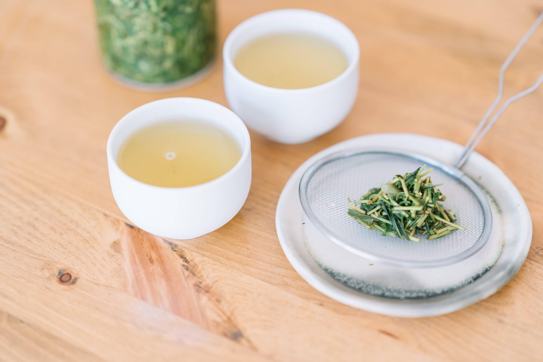Cold brewed iced tea and tea leaves