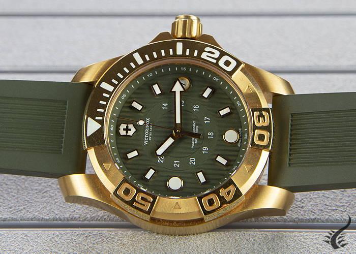 quartz-watch-victorinox-dive-master-ladies-green-38mm-50-atm-v241557