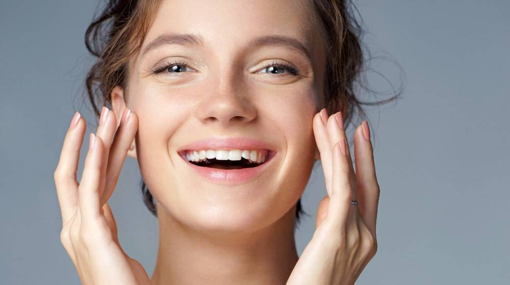 Beautiful smiling woman | Foods To Naturally Boost Your Collagen For Healthier Skin, Joints, Bones, And Gut | natural collagen food | collagen protein | Featured