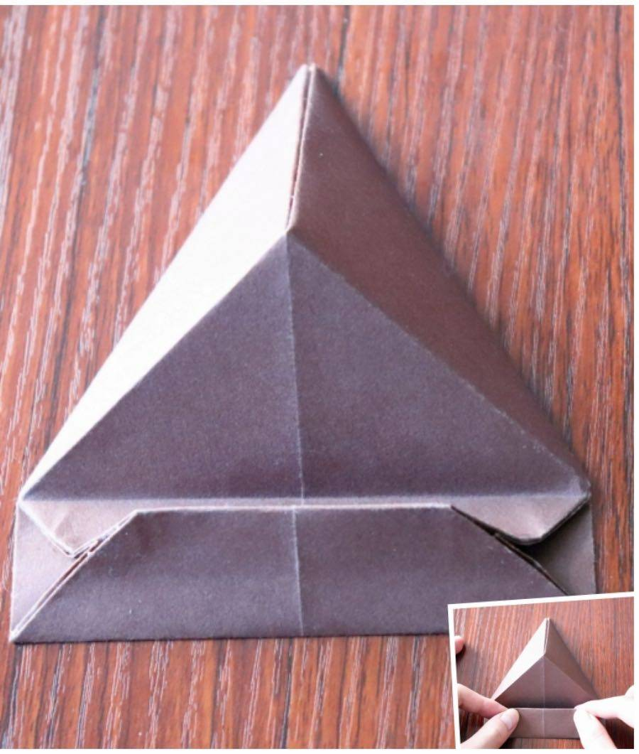 how-to-make-an-origami-phone-stand-12