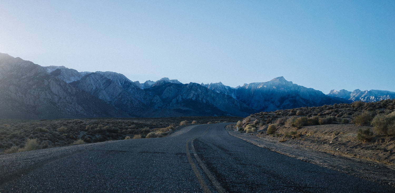 An empty road on 395 N with view of Sierra Mountain Range Rumpl