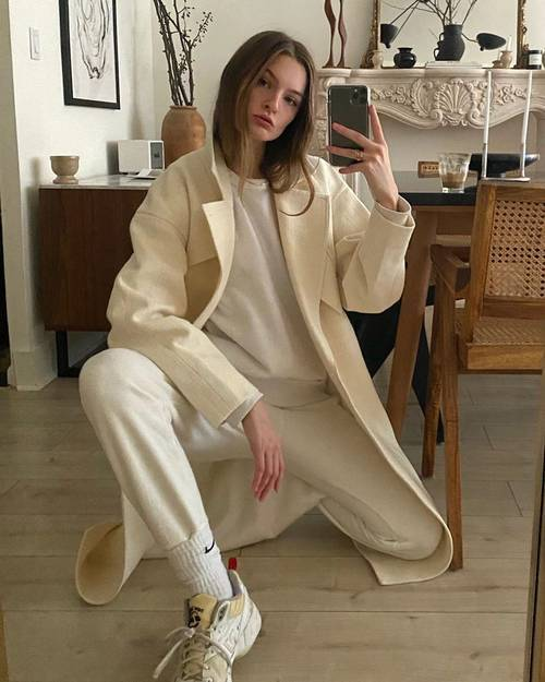 style set's latest go-to cosy-pant choice: sweatpants