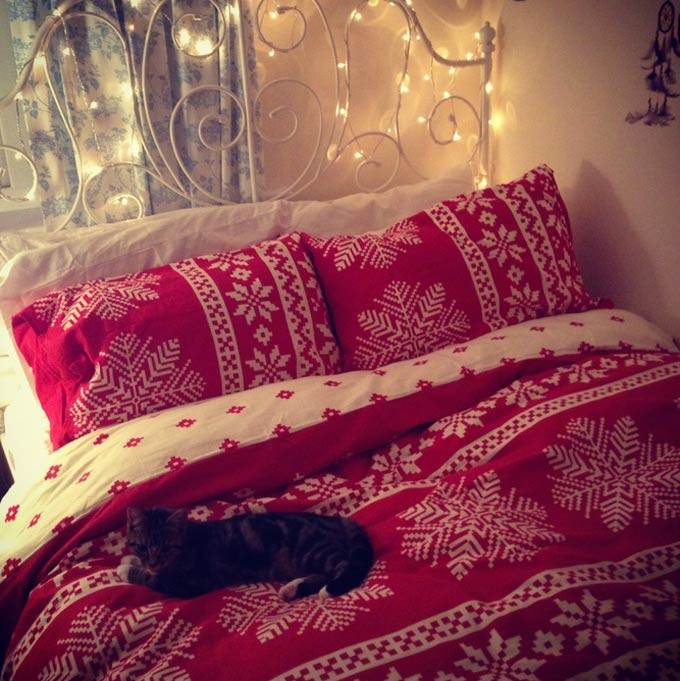 5 Ways To Decorate Your Bedroom With Christmas Lights Lights4fun Co Uk