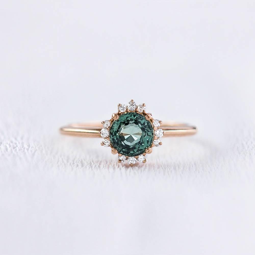 Bague de fiançailles en or, saphir vert et diamants   Deloison Paris