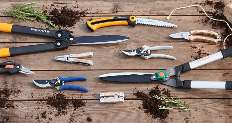 attrezzi necessari per potatura e manutenzione