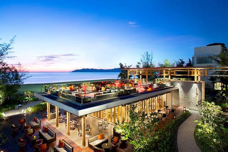 Travelbay Vietnam Tours - a great beach in Vietnam - Lang Co - Angsana Resort - The rooftop bar