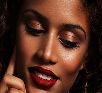 Black woman makeup, black woman wearing Plum & York lipstick