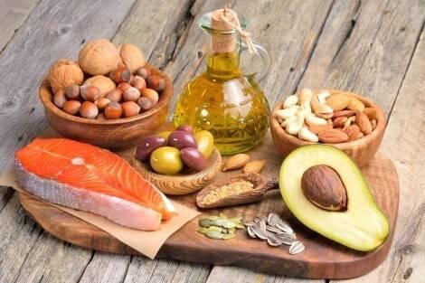 Fetthaltiges Essen für Muskelaufbau
