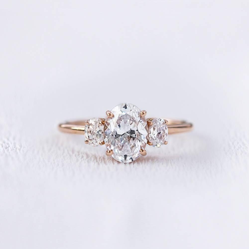 Bague de fiançailles en or et diamant ovale   Deloison Paris