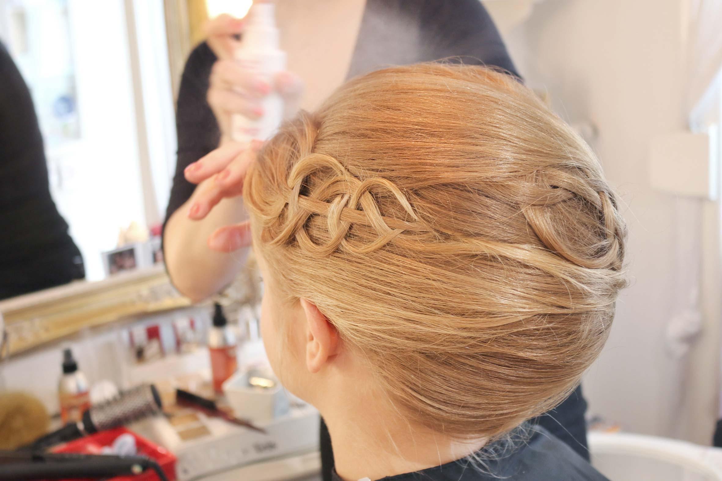 hochsteckfrisur blonde haare mit eingebauten haarteilen