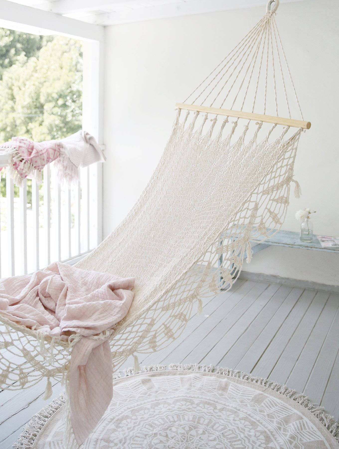 Shabby chic Rachel Ashwell hammock and pink throw. #shabbychic #rachelashwell #hammock #summerliving #palepink