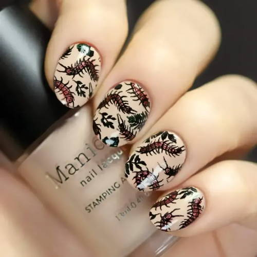 nails  with cntipedes design