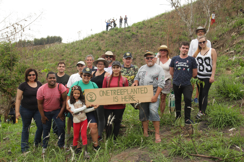 Zweites One Tree Planted-Gruppenfoto
