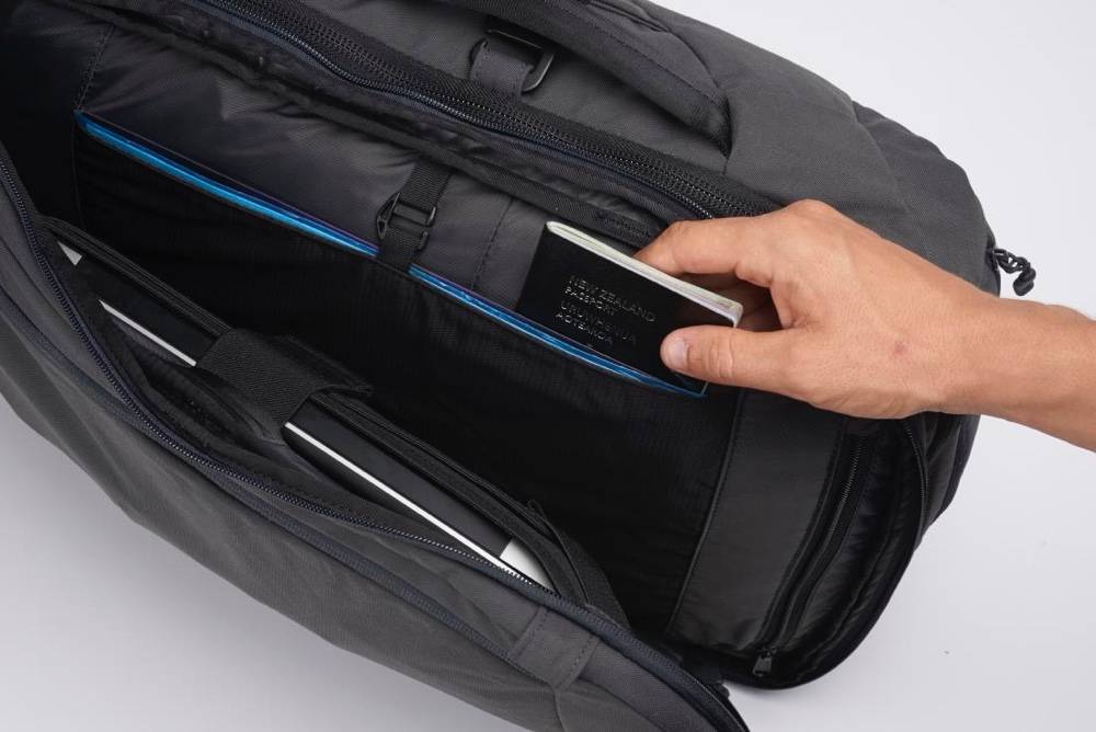 Minaal Carry-on 2.0 - DeviceNest secure laptop compartment