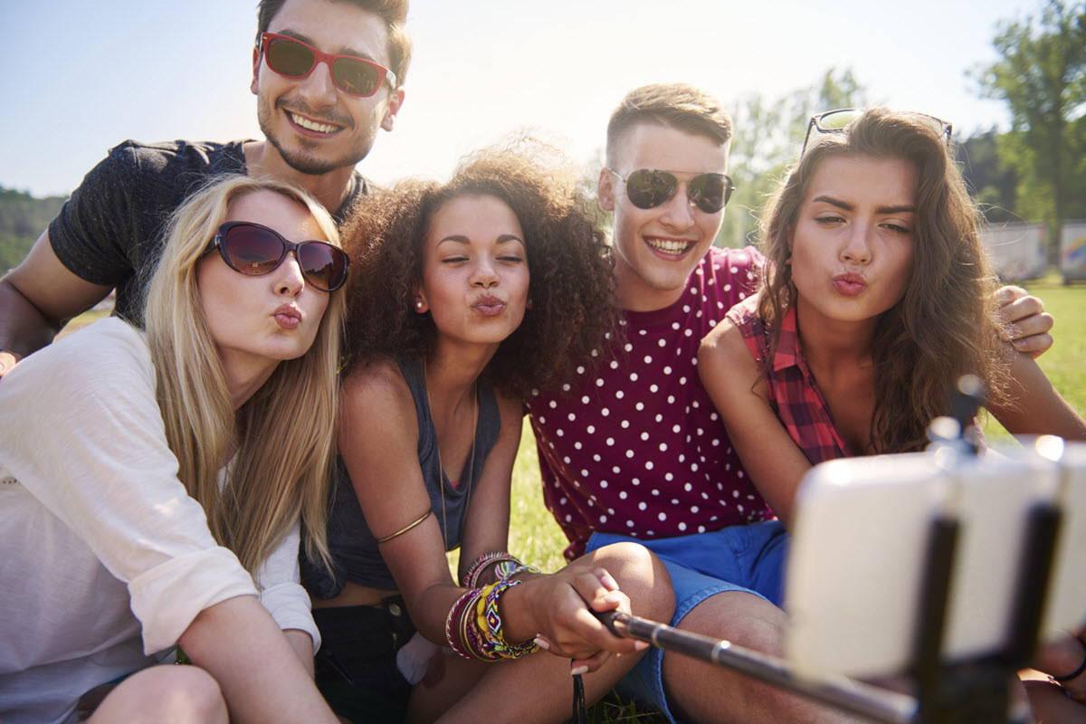 Group of 420 friends taking a selfie