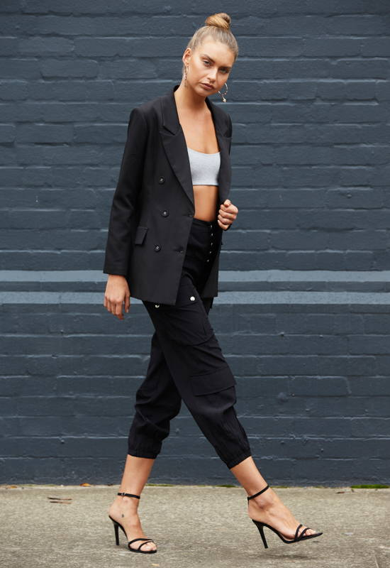 How to Style Cargo Pants: Black Cargo Pants with Black Blazer and Crop Top