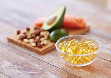 Tagesbedarf decken über Omega-3-Lebensmittel und Omega-3-Kapseln